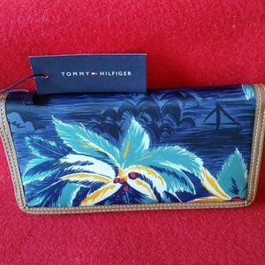 Tommy Hilfiger Julia Tropical Nylon Zip Wallet